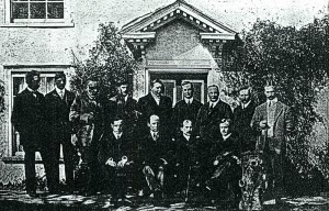 The Wright brothers and the Short brothers, with Charles Rolls, John Brabazon, and Frank McClean outside Muswell Manor (Mussel House)